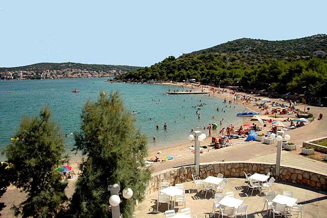 pohľad na pláž Lovišća, Chorvátsko